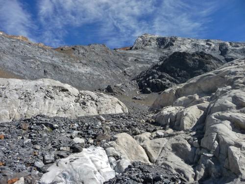 Quartz doting the rock like snow